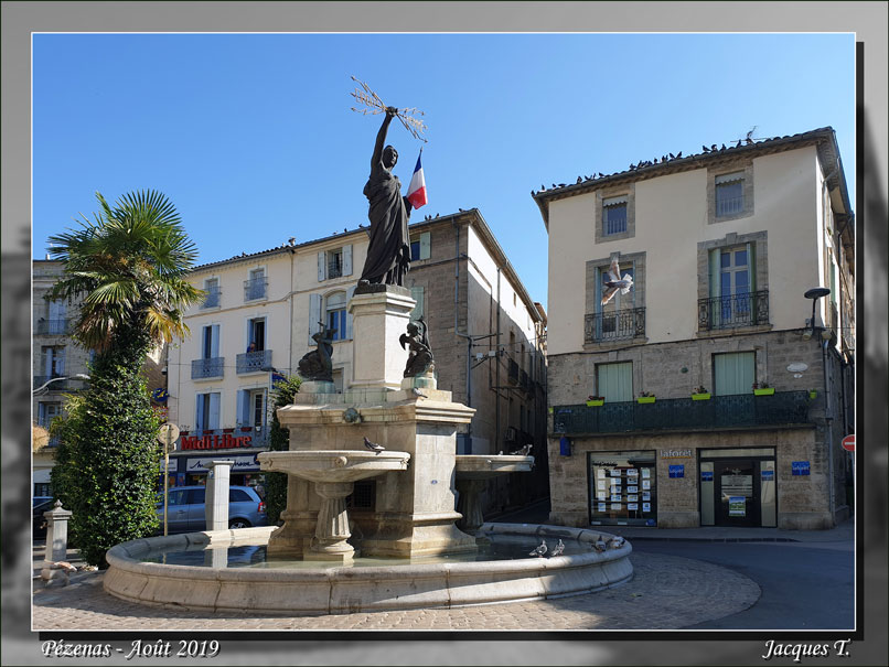 Pézenas Place de la République.jpg