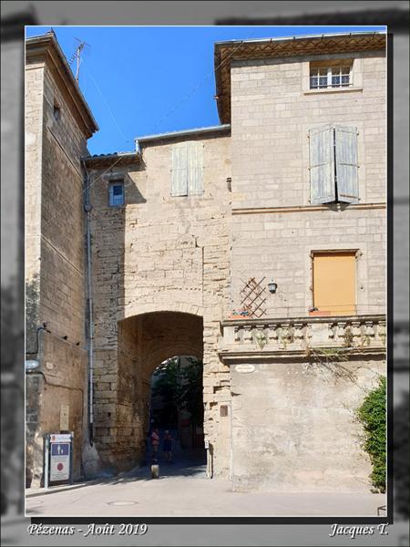Pézenas Porte Faugeres Cours Jean Jaurès.jpg