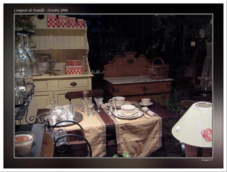 Documentation sur les vitrines parisiennes voir sur kikiphot - Comptoir de famille paris ...